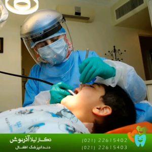 دکتر لیلا آذرنوش در مطب دندانپزشکی